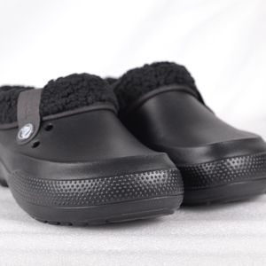 CROCS Blitzen II Lined Clogs 203941-060 (A22-3B)
